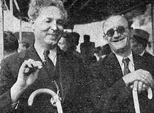 """""""Blind maar blij"""": twee bestuursleden, de heren Teugels en Boux uit Brussel (1949)"""