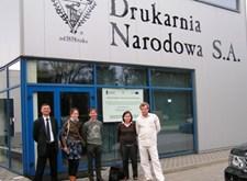 Freya en Jan, op bezoek bij Drukarnia Narodowa in Polen