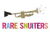 Een illustratie uit het boek: de snuit van een tapir blaast op een trompet; eronder staat 'RARE SNUITERS' (letters in allerlei kleuren)