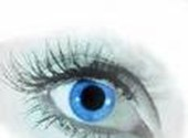 Foto van een oog, waarin alle kleuren vervangen zijn door blauw