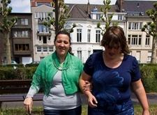 Personne aveugle avec accompagnatrice de 'Licht en Liefde'