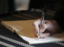 Hand die officieel document schrijft